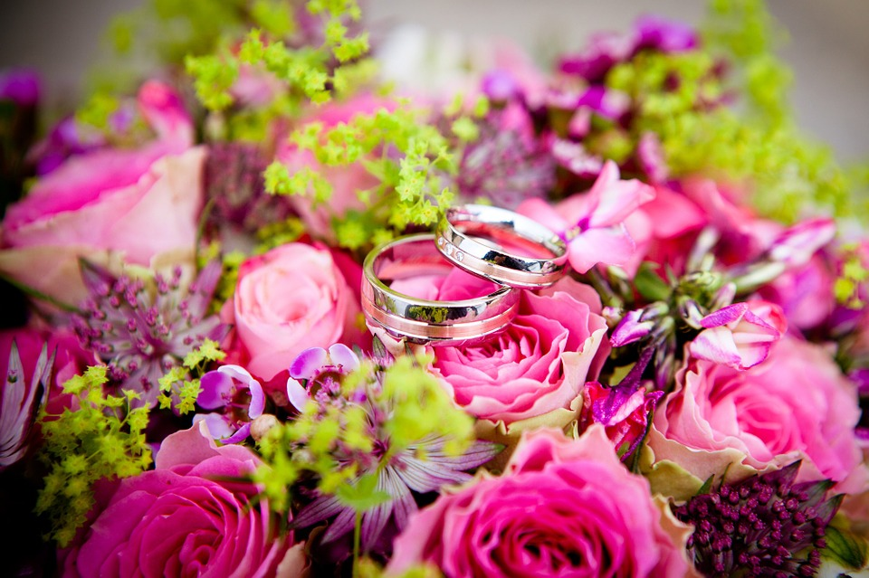 Top 10 FAQ's About Wedding Flowers