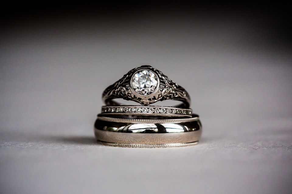 Unique wedding ring touches