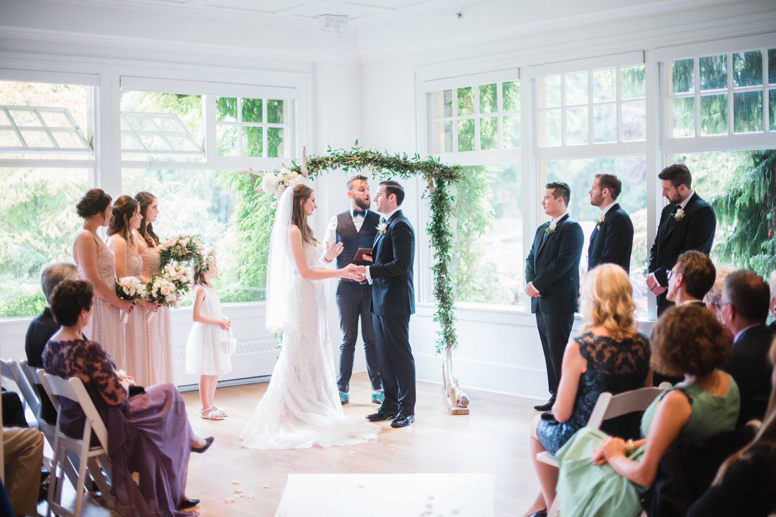 How to Choose The Wedding Officiant That's Right for You