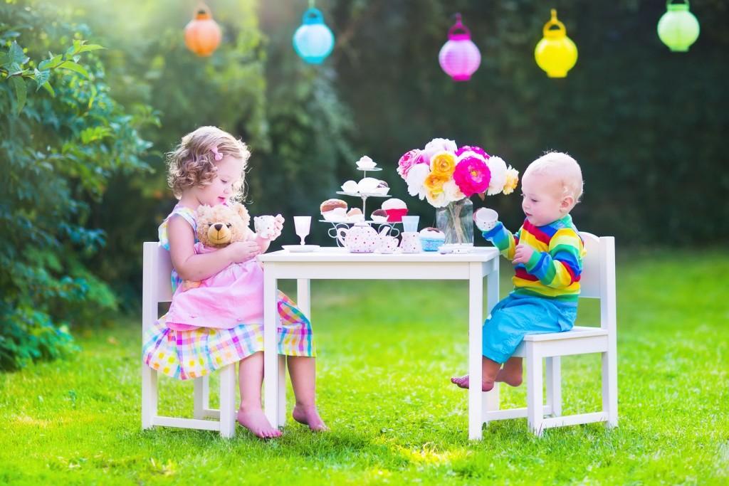 Entertaining kids at a weddi