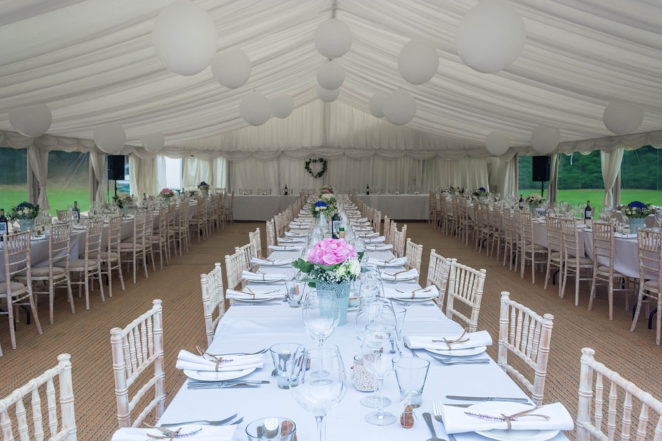 Inviting large number of wedding guests