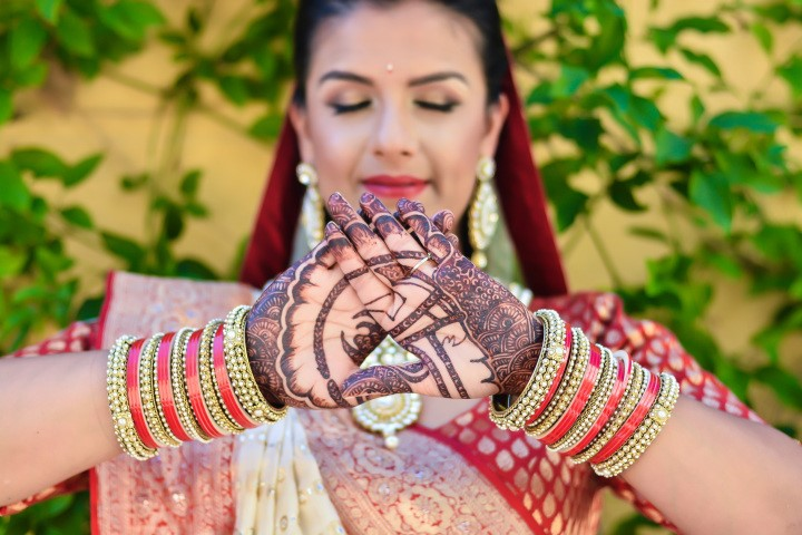Beautiful henna inking for the bride