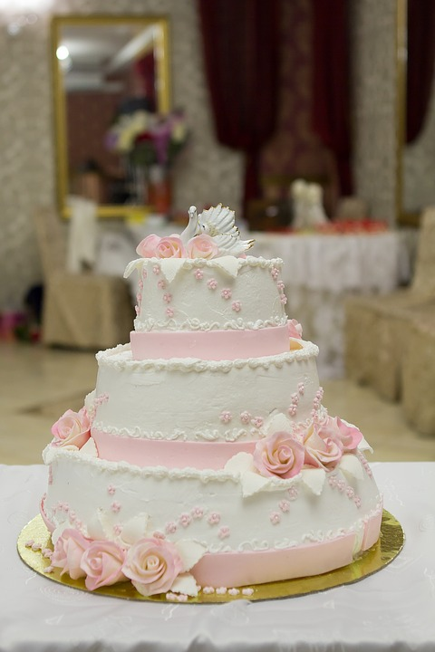 Subtle marbling on cake