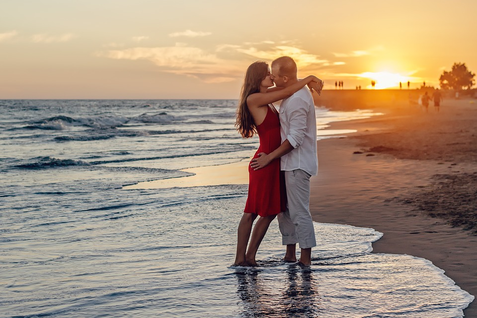 5 Ways to Finance Your Honeymoon Without Breaking the Bank