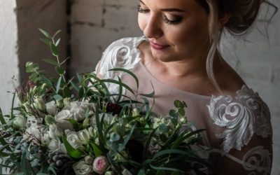 Carry a preserved wedding bouquet
