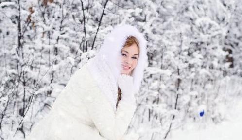 Bride in winter 3