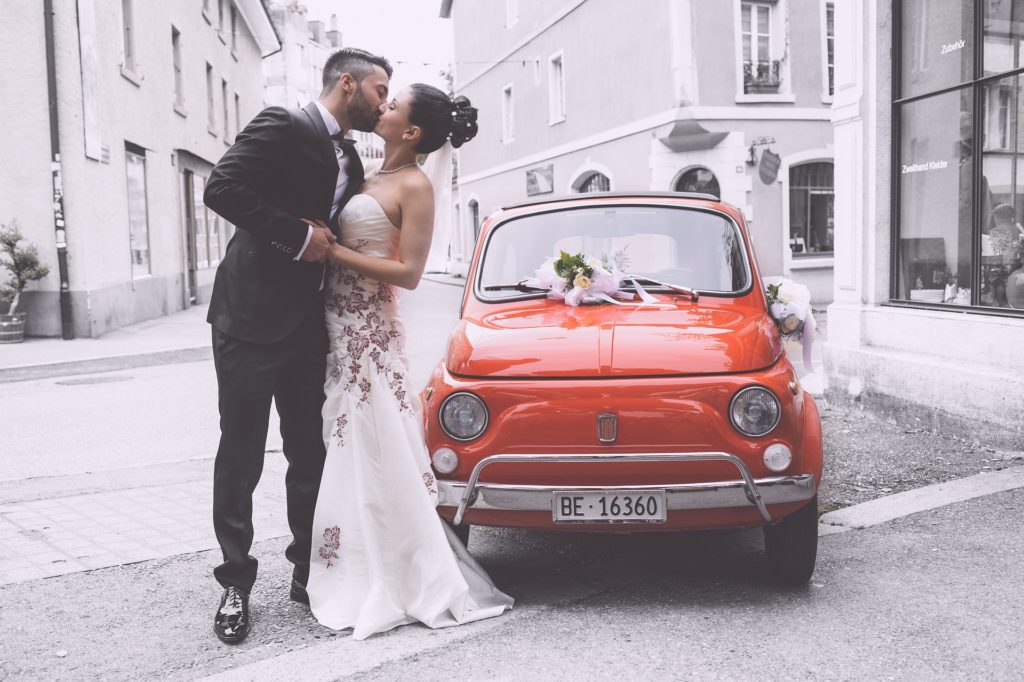 wedding couple convertible in italy