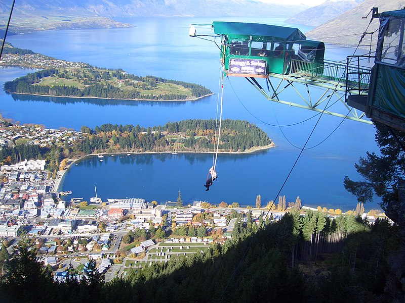 Bungy jumping at Queenstown New_Zealand