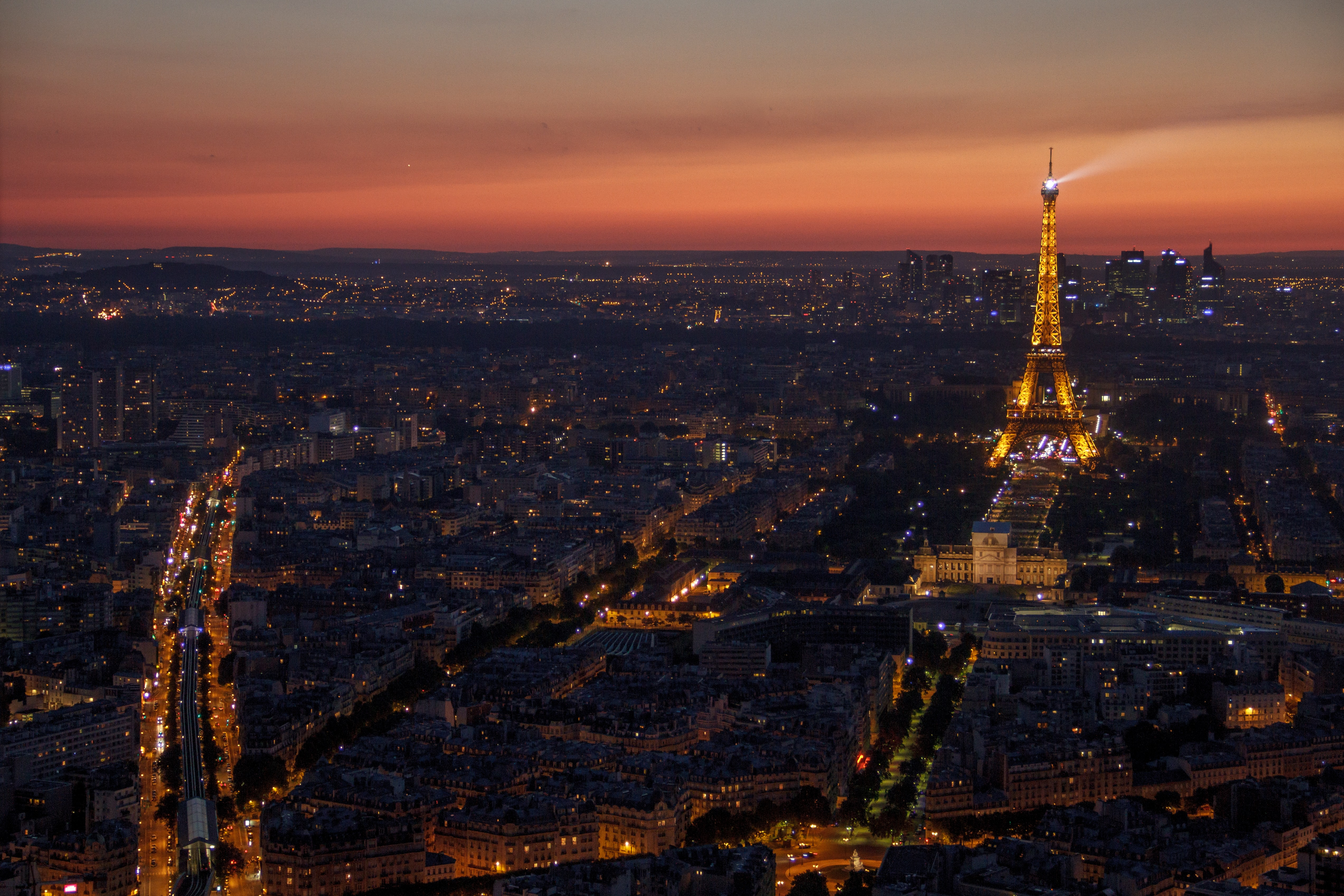 """Revel in the Romance of the """"City of Lights"""" on Your Paris Honeymoon"""